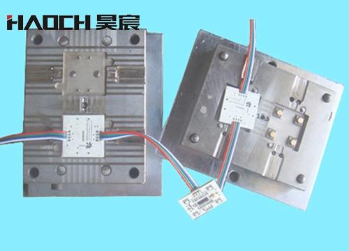 广西LED立式注塑模具